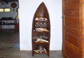 Log-boat shelf with hippo-teeth and glasses